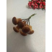 Муляж декоративный грибочки на веточке маленькие, коричневый, цена за 6 шт
